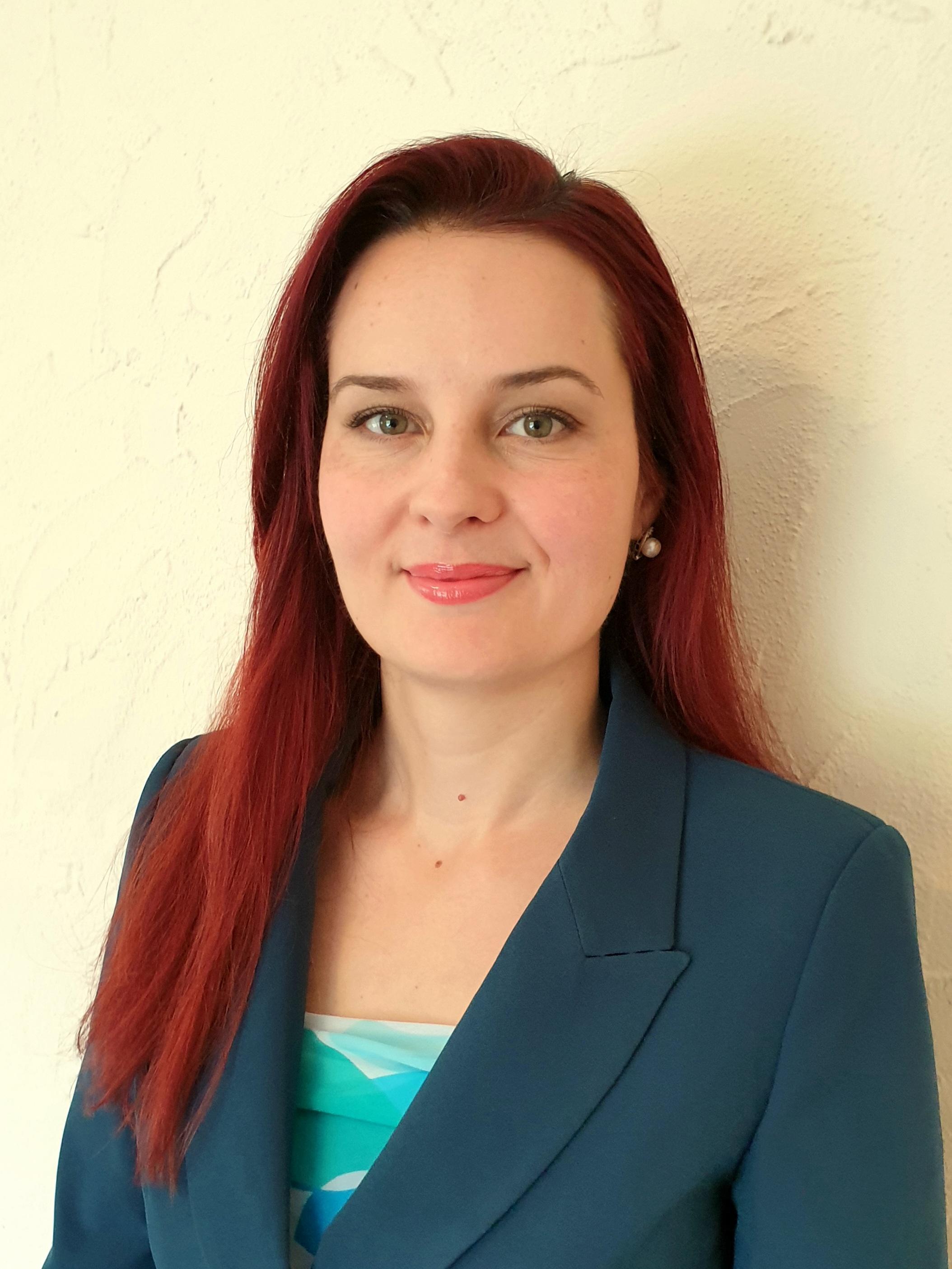 Николина Янева